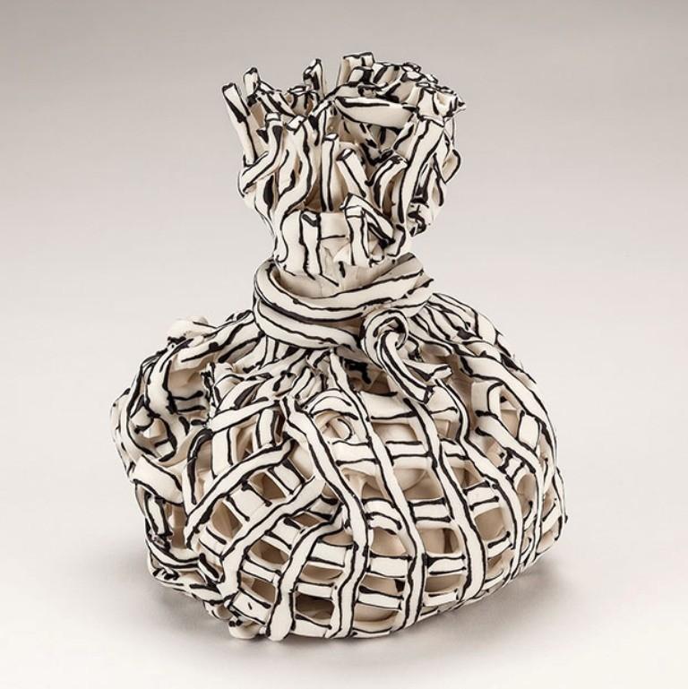 3D-Ceramic-Artworks-that-Look-Like-Pen-Drawings-1 46 3D Ceramic Artworks that Look Like Pen Drawings!