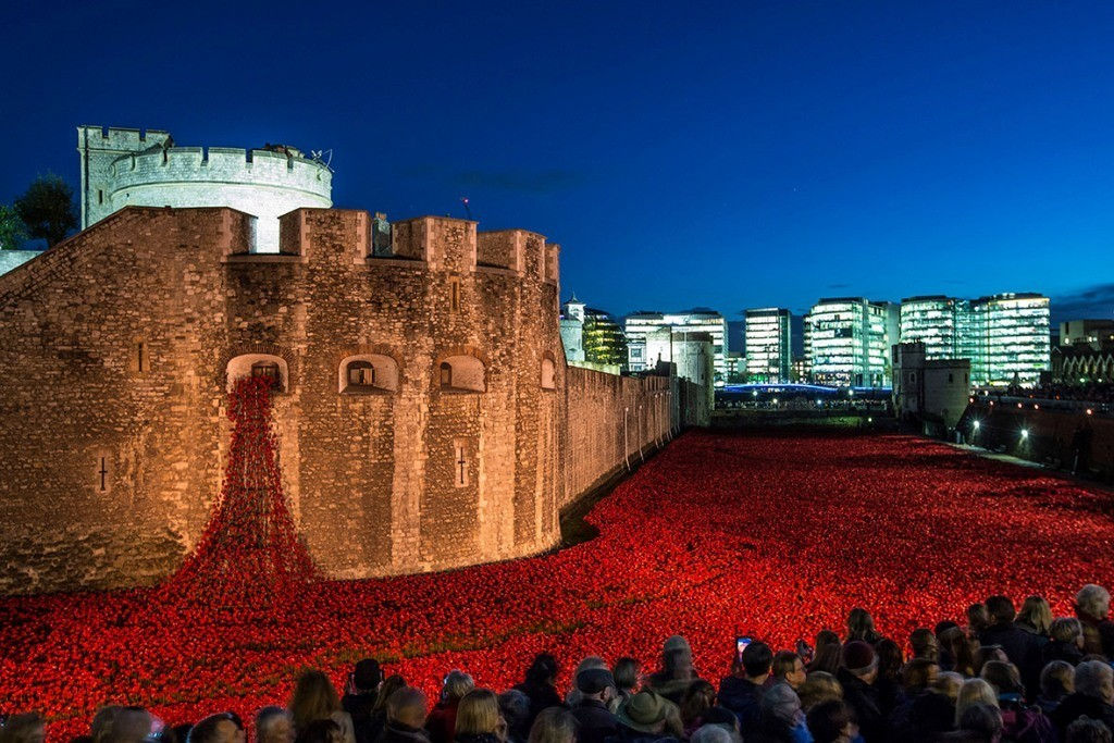888246-Breathtaking-Poppies-Make-the-Tower-of-London-More-Stunning-101 888,246 Breathtaking Poppies Make the Tower of London More Stunning