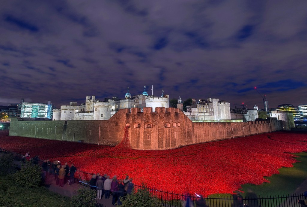 888246-Breathtaking-Poppies-Make-the-Tower-of-London-More-Stunning-151 888,246 Breathtaking Poppies Make the Tower of London More Stunning