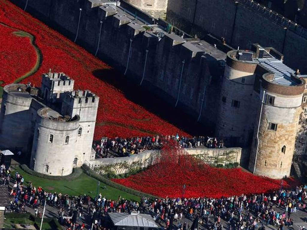888246-Breathtaking-Poppies-Make-the-Tower-of-London-More-Stunning-161 888,246 Breathtaking Poppies Make the Tower of London More Stunning