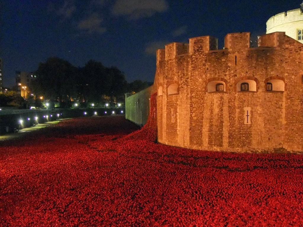 888246-Breathtaking-Poppies-Make-the-Tower-of-London-More-Stunning-181 888,246 Breathtaking Poppies Make the Tower of London More Stunning