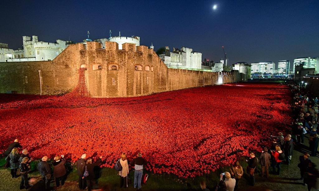 888246-Breathtaking-Poppies-Make-the-Tower-of-London-More-Stunning-191 888,246 Breathtaking Poppies Make the Tower of London More Stunning