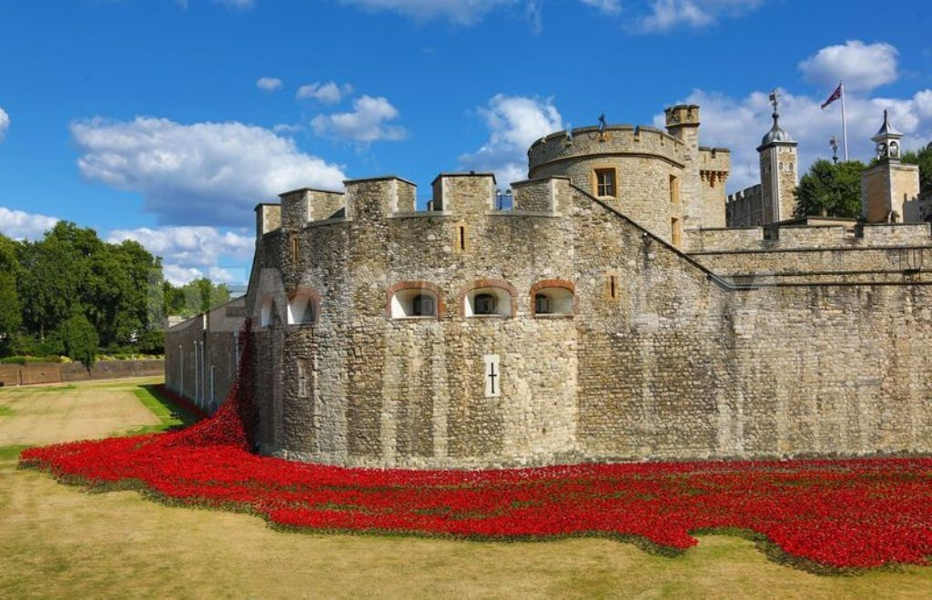 888246-Breathtaking-Poppies-Make-the-Tower-of-London-More-Stunning-210 888,246 Breathtaking Poppies Make the Tower of London More Stunning