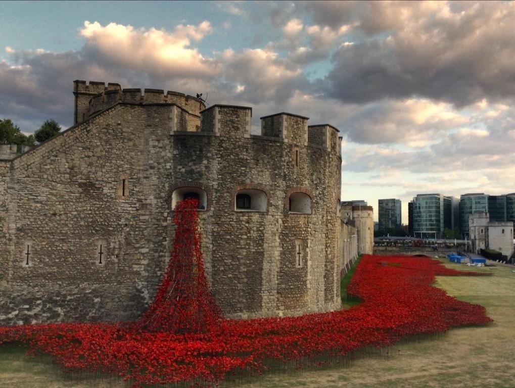 888246-Breathtaking-Poppies-Make-the-Tower-of-London-More-Stunning-41 888,246 Breathtaking Poppies Make the Tower of London More Stunning