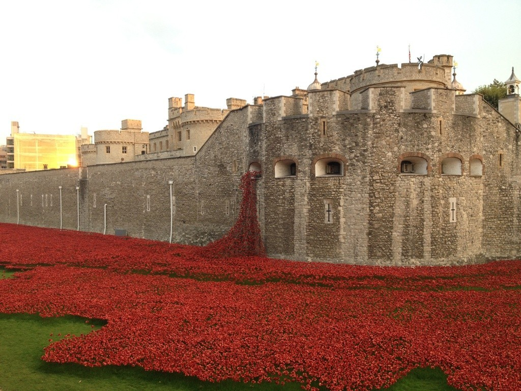 888246-Breathtaking-Poppies-Make-the-Tower-of-London-More-Stunning-51 888,246 Breathtaking Poppies Make the Tower of London More Stunning