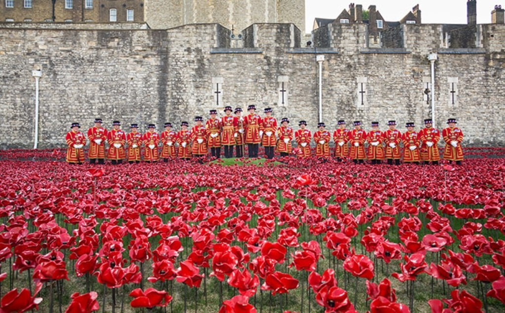 888246-Breathtaking-Poppies-Make-the-Tower-of-London-More-Stunning-81 888,246 Breathtaking Poppies Make the Tower of London More Stunning