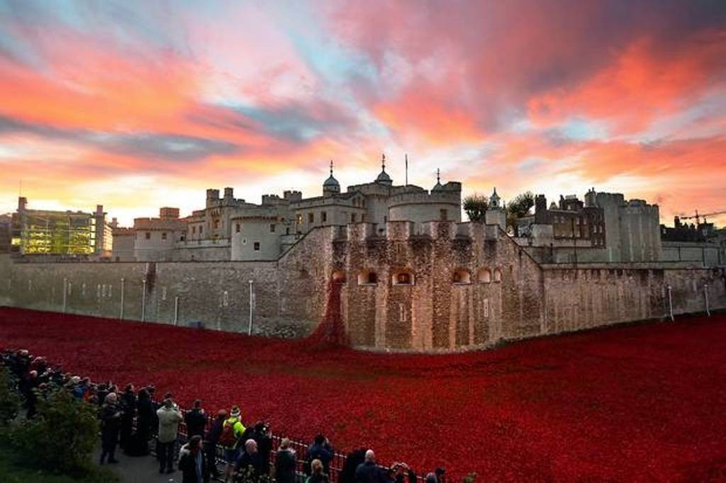 888246-Breathtaking-Poppies-Make-the-Tower-of-London-More-Stunning-91 888,246 Breathtaking Poppies Make the Tower of London More Stunning