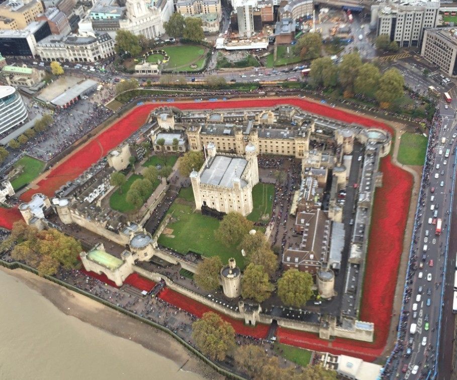888246-Breathtaking-Poppies-Make-the-Tower-of-London-More-Stunning1 888,246 Breathtaking Poppies Make the Tower of London More Stunning