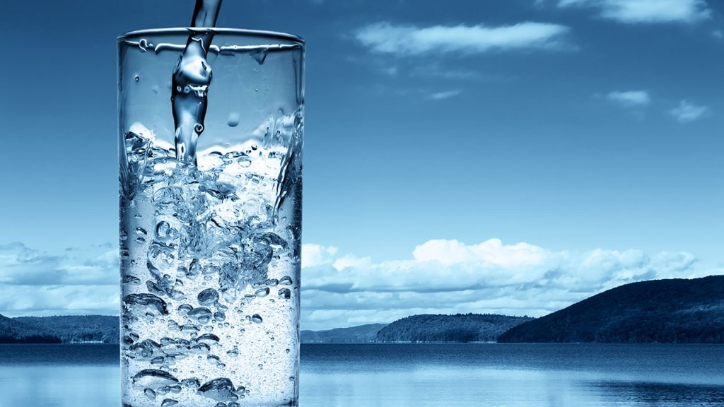 glass-of-water1 9 Simple Tips to Stop Gaining Weight after Pregnancy