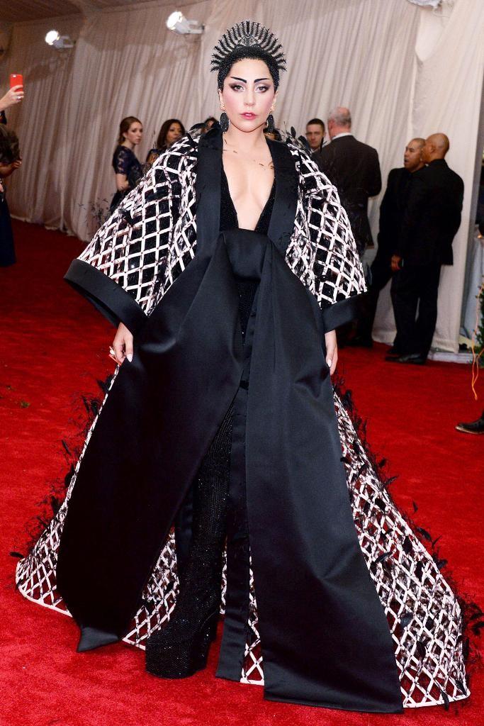 Lady-Gaga-met-gala-2015 15 Worst Celebrity Hairstyles ... [You Will Be Shocked]