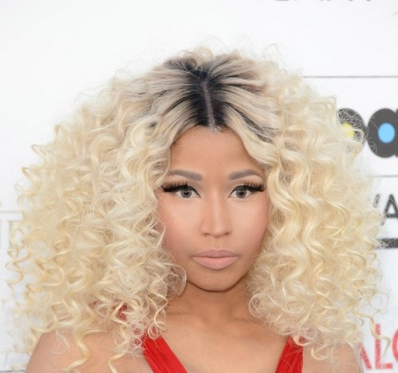 Nicki-Minaj-Blonde-Curly-Hairstyle-with-dark-roots 15 Worst Celebrity Hairstyles ... [You Will Be Shocked]