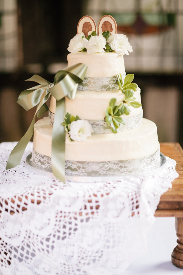 Southern-wedding-white-and-green-cake Top 10 Most Unique and Funny Wedding Cake Toppers 2019