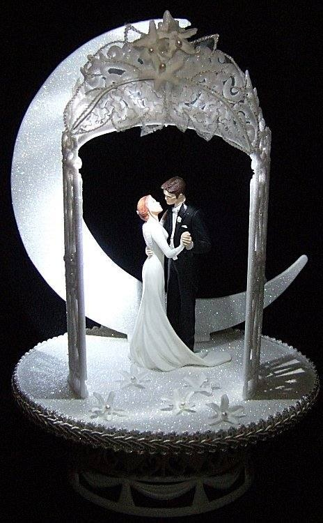a8d61cf8e9a612fe0af1d7c12ac27844 Top 10 Most Unique and Funny Wedding Cake Toppers 2017