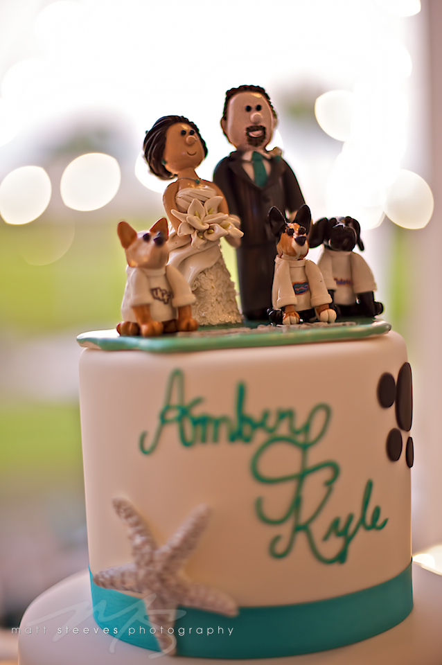 custom-cake-topper-sculpture-clay-bride-groom-dogs Top 10 Most Unique and Funny Wedding Cake Toppers 2019