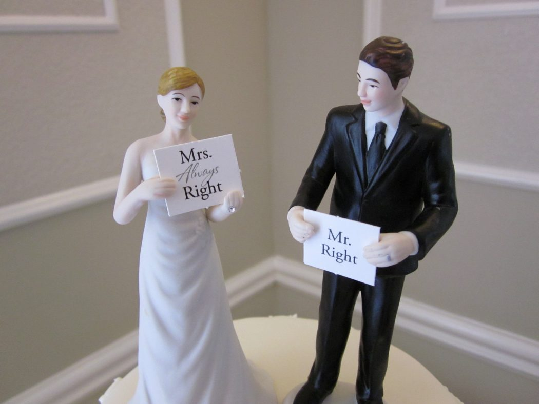 fun-wedding-cake-toppers Top 10 Most Unique and Funny Wedding Cake Toppers 2019