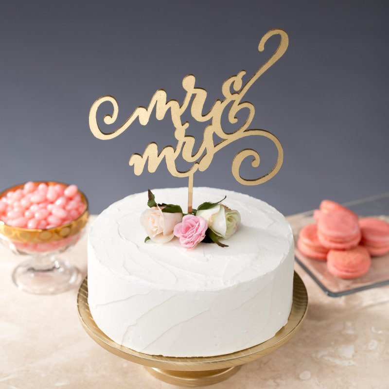 mr-and-mrs-cake-topper Top 10 Most Unique and Funny Wedding Cake Toppers 2019