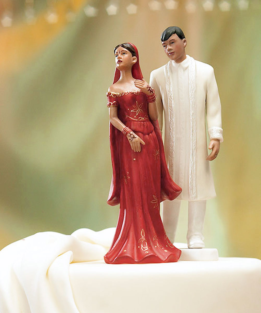 traditional-indian-wedding-star-cake-topper-cake-picture-ideas Top 10 Most Unique and Funny Wedding Cake Toppers 2017
