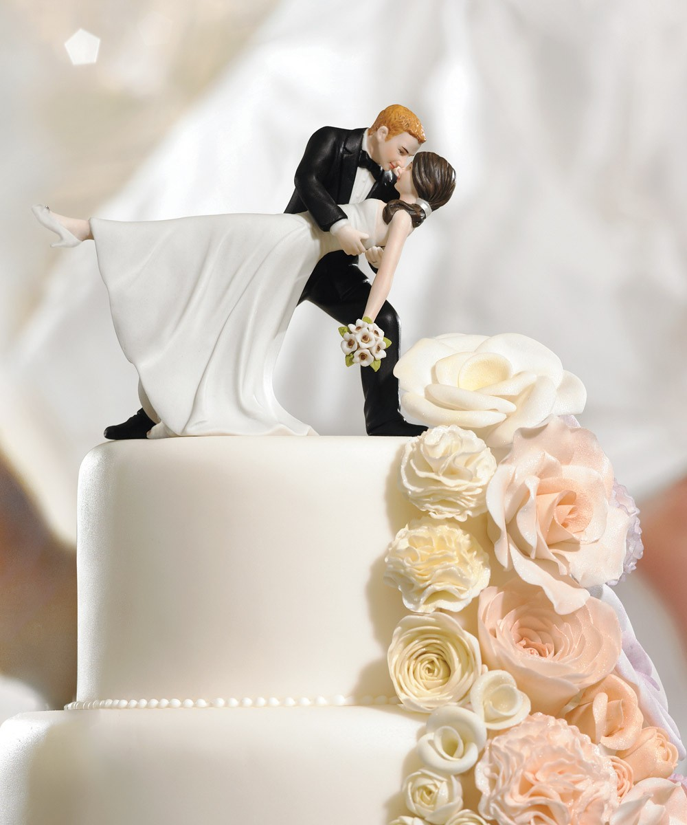 wedding-star-cake-topper-dancing-bride-groom-a-romantic-dip Top 10 Most Unique and Funny Wedding Cake Toppers 2017