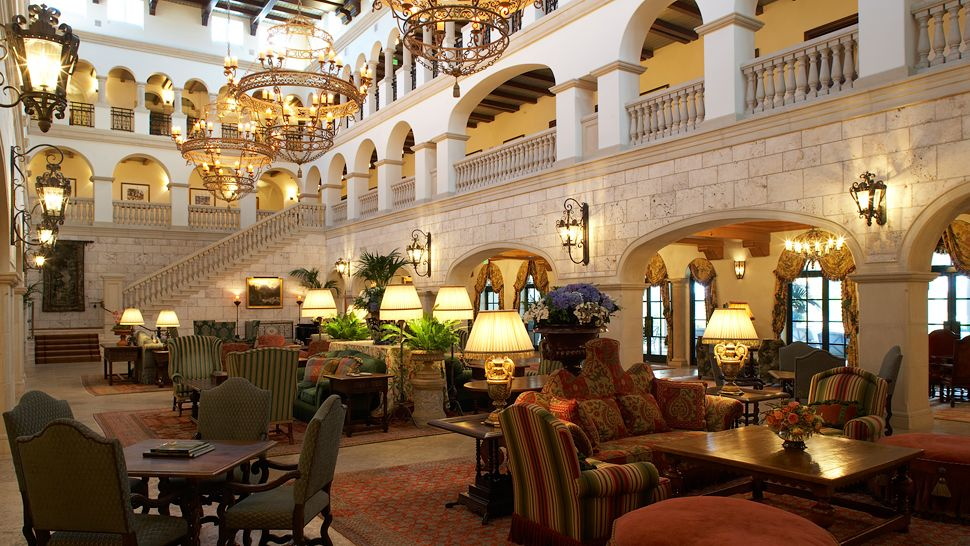 000902-03-lounge-sitting-area Top 10 Best Hotels in USA You Can Stay in