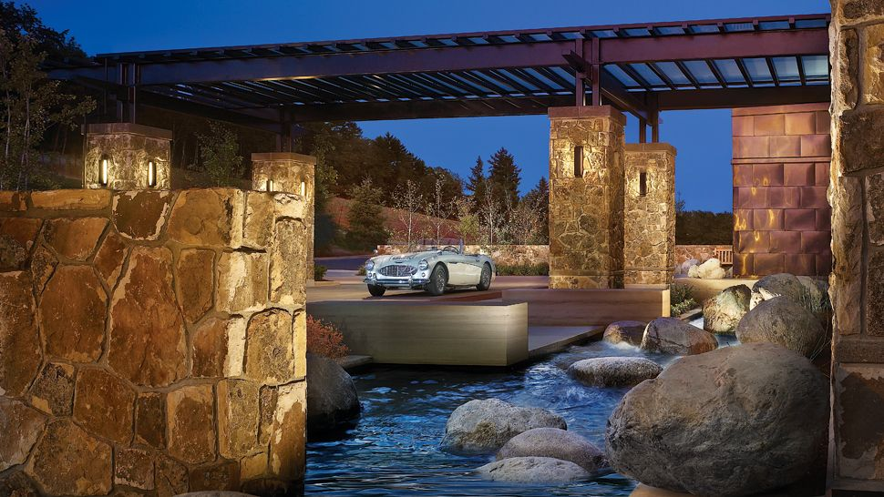 007927-14-arrival-court-night Top 10 Best Hotels in USA You Can Stay in