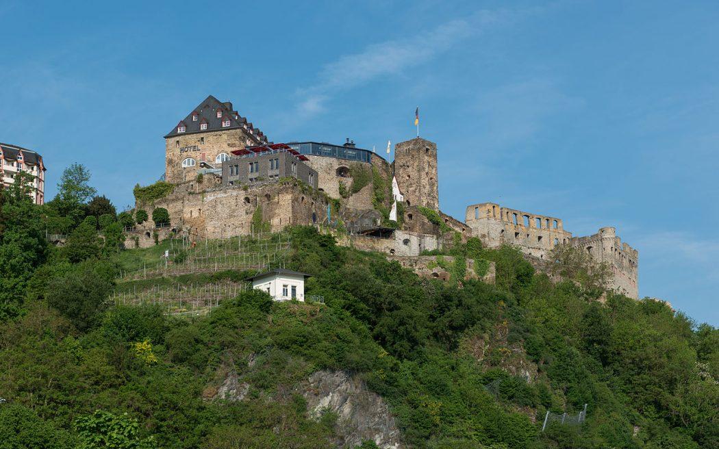 1280px-Rheinfels_Castle_St._Goar_Southeast_view_20150514_1 Top 10 Biggest Castles in History