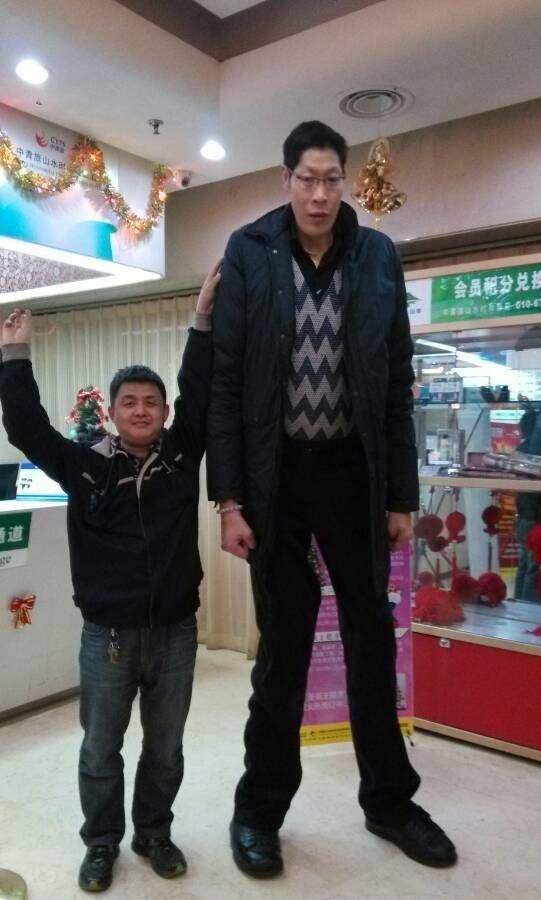 3eecf3bcjw1ebxd9tiryoj20f10qodhb Top 10 Tallest Persons of the World