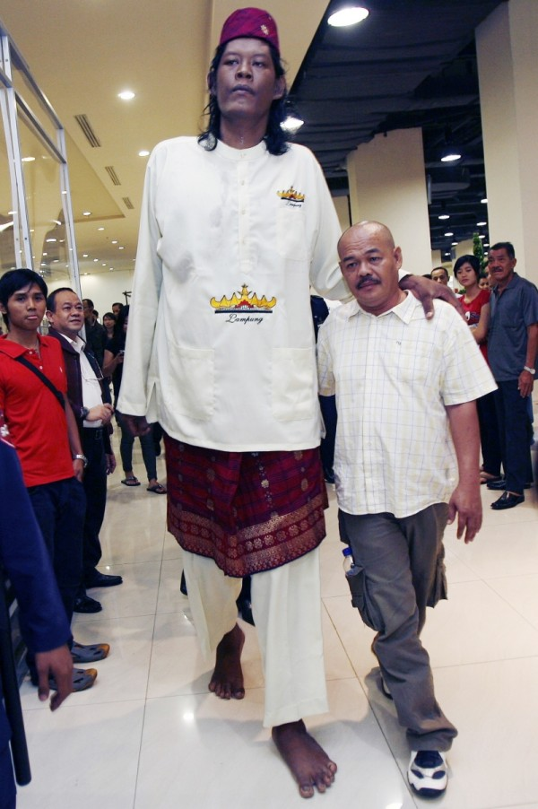 60381266 Top 10 Tallest Persons of the World