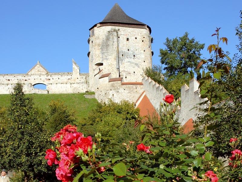 9f7a6fbc-70e3-1823-cbfe-4858e11ad55f Top 10 Biggest Castles in History