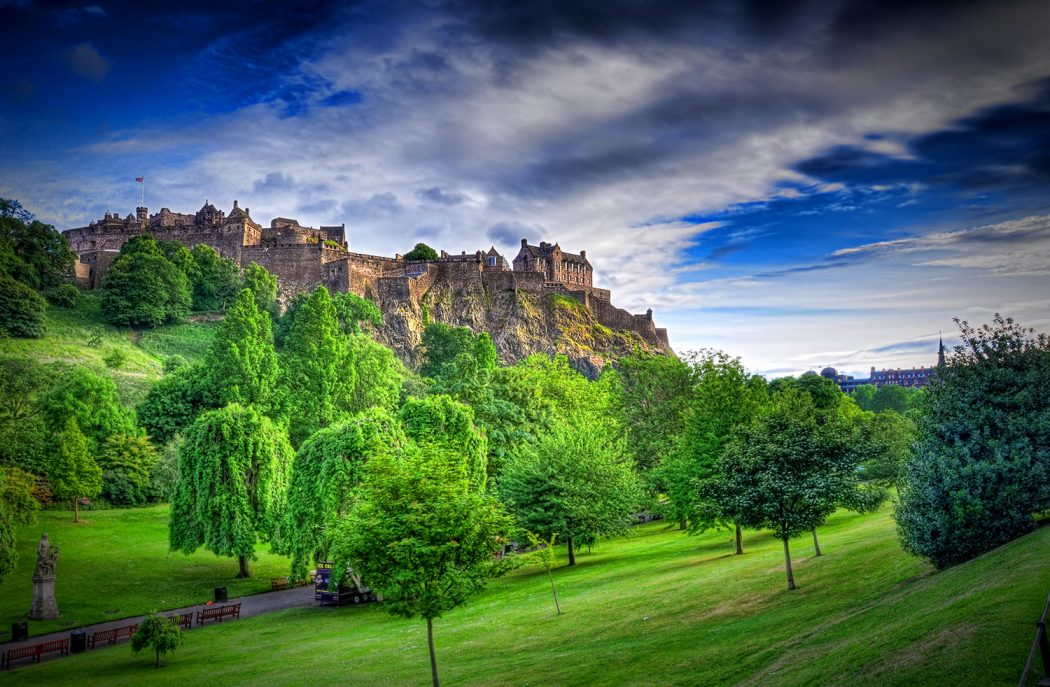 Edinburgh-Castle-HDR Top 10 Biggest Castles in History