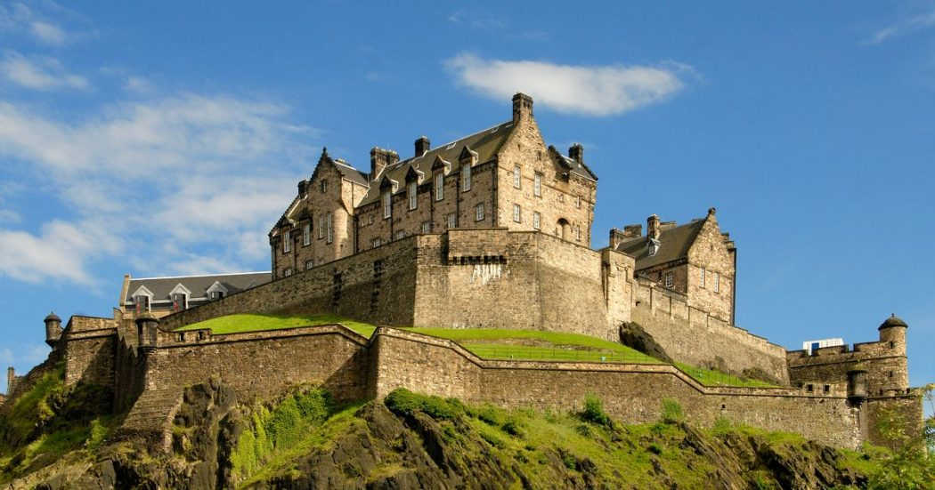 Edinburgh-Castle-Pic-DRJPG Top 10 Biggest Castles in History