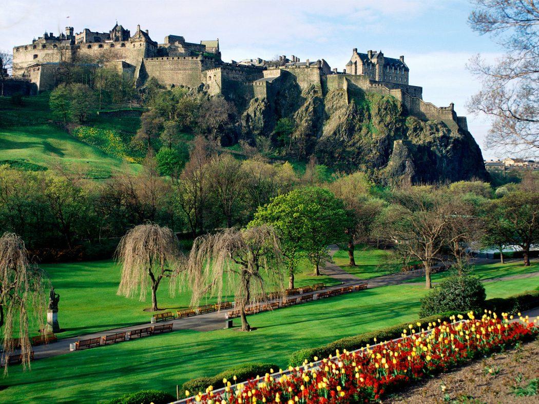 Edinburgh-Castle-Scotland Top 10 Biggest Castles in History