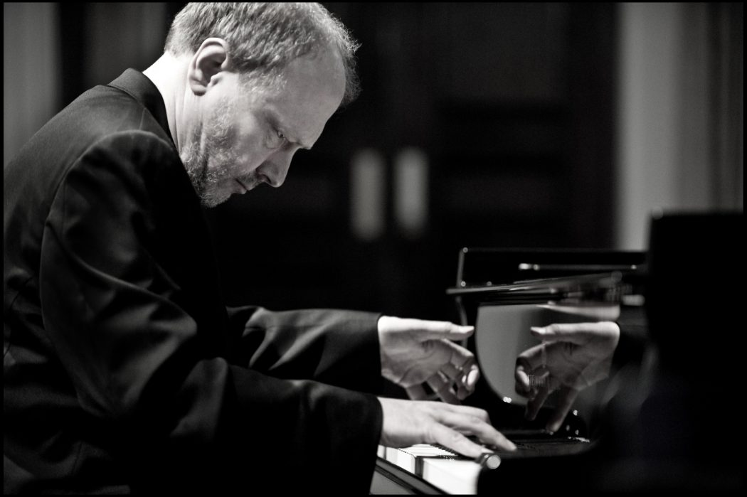 Top 10 Best Pianists Alive Pouted