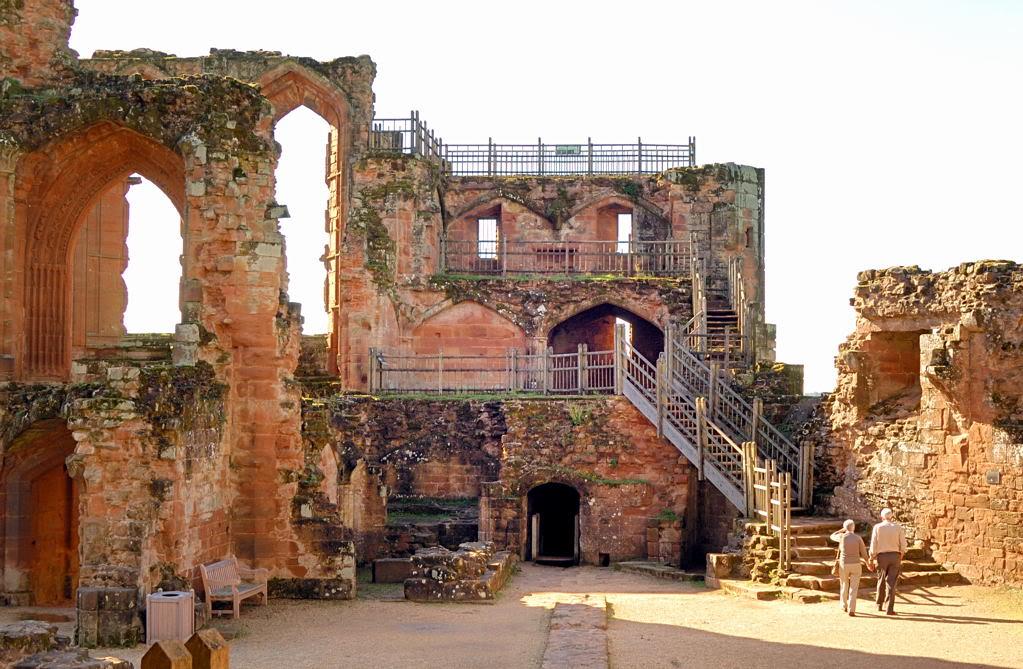 Inside5498 Top 10 Biggest Castles in History