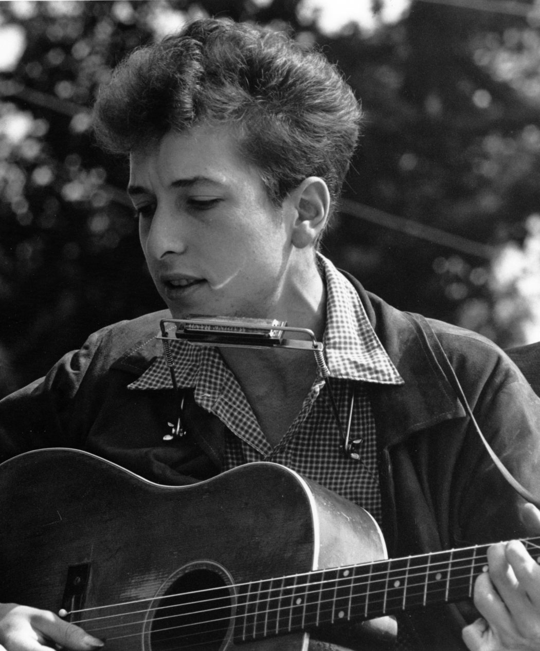 Joan_Baez_Bob_Dylan_crop Everyone Loves These 10 Musicians