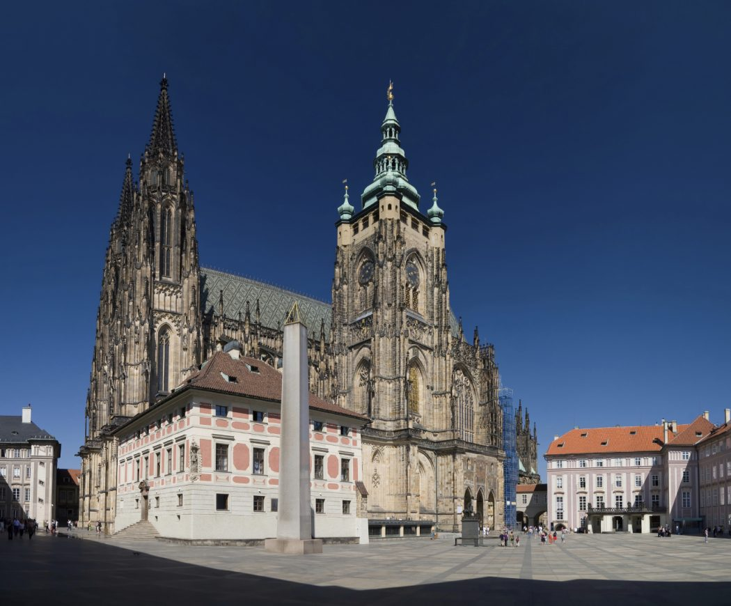 LeftRiverbank_3_SStVitus_Cathedral Top 10 Biggest Castles in History