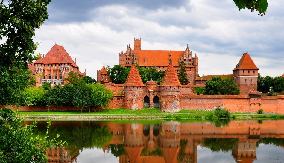 Malbork-Castle-Most-Imposing-Brick-Structure Top 10 Biggest Castles in History