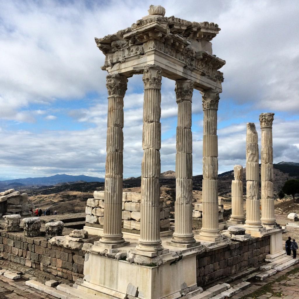 Pergamon.jpg00 Top 10 Most Ancient Ruins in Turkey
