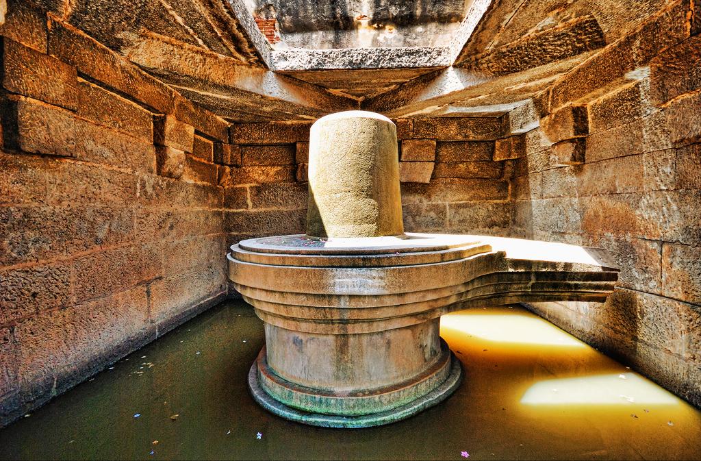Shivlinga_Hampi_18373 Top 10 Most Ancient India Artifacts Ever