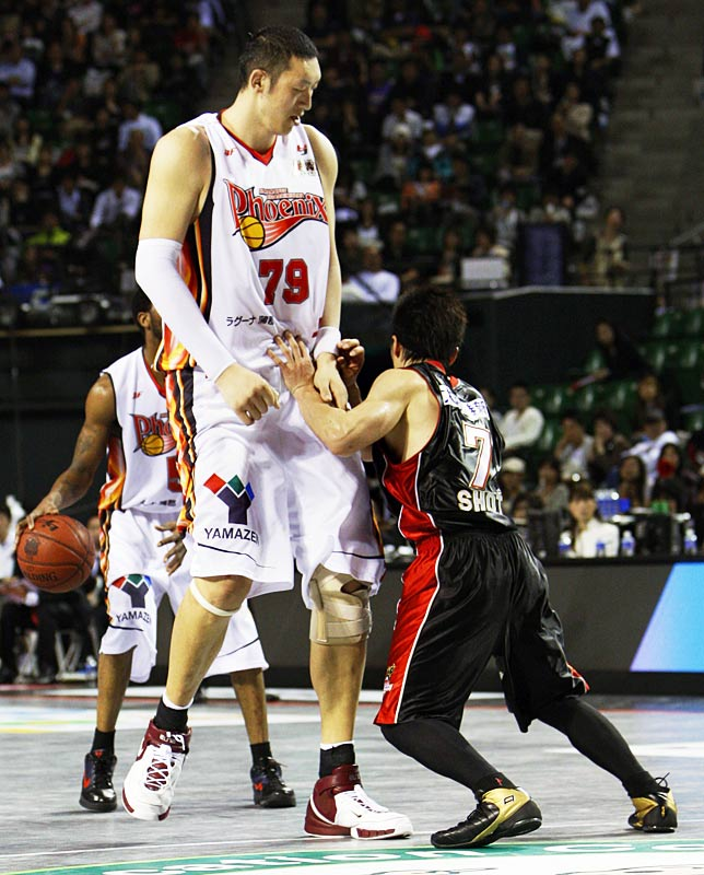 Sun-Ming-Ming-Tall-Basketball-Player Top 10 Tallest Persons of the World