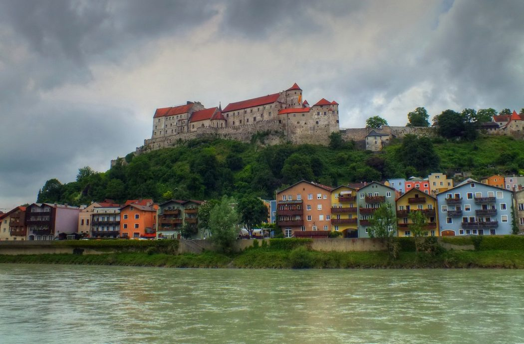 burghausen1__tonemapped Top 10 Biggest Castles in History