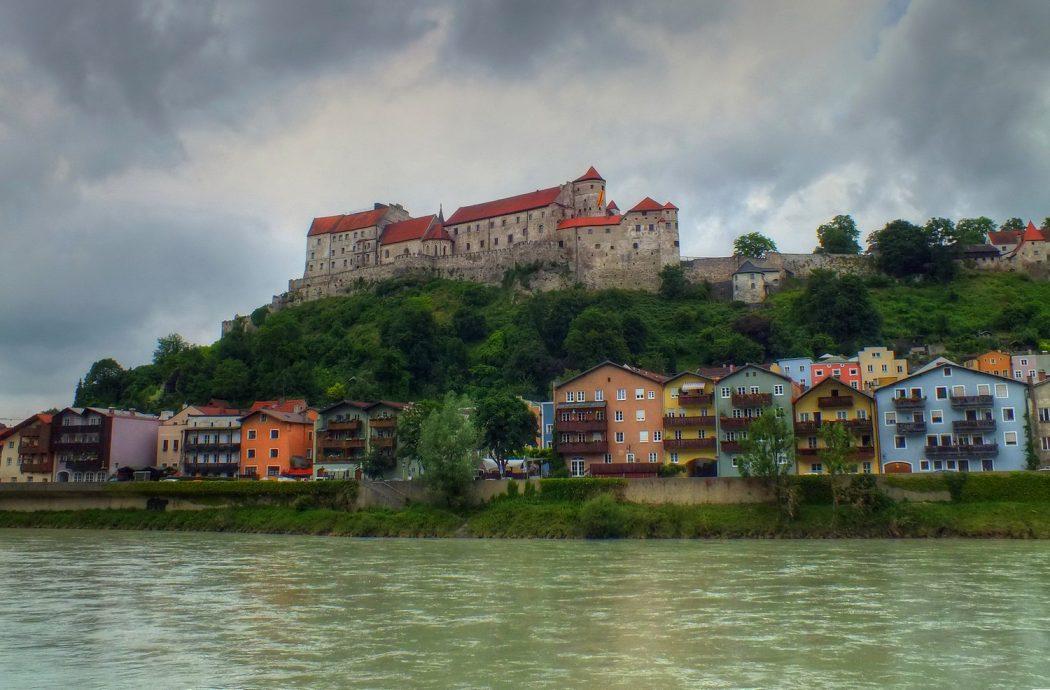 burghausen1__tonemapped Top 10 Biggest Castles in History