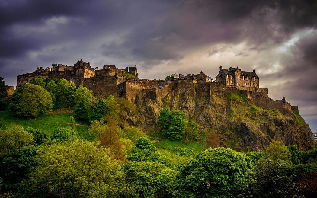 edinburgh-castle-great-britain-1920x1200 Top 10 Biggest Castles in History
