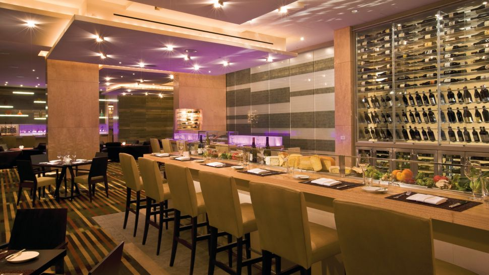 four-seasons-hotel-seattle-bar Top 10 Best Hotels in USA You Can Stay in