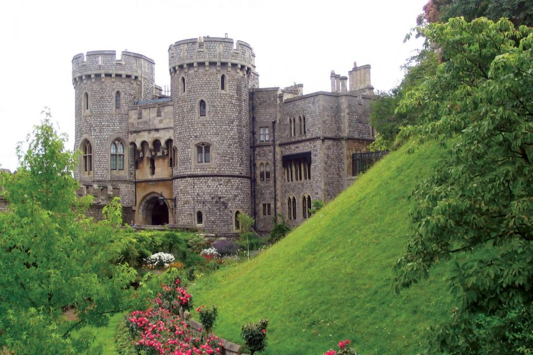 large2 Top 10 Biggest Castles in History