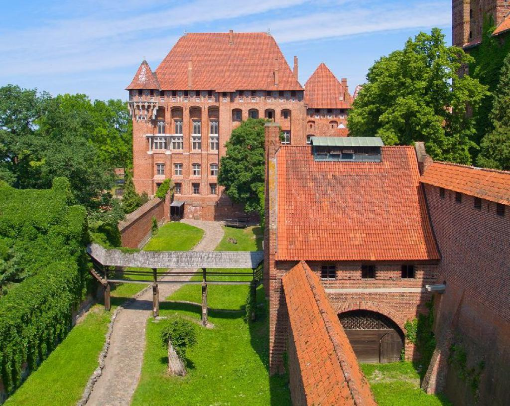 m_Malbork_08 Top 10 Biggest Castles in History