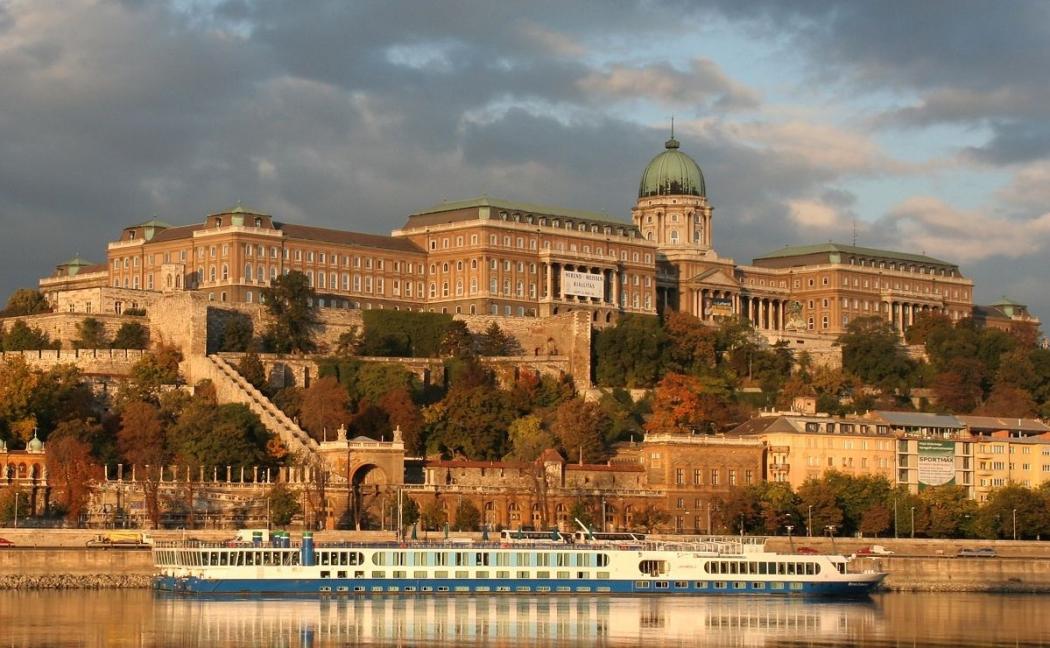 original Top 10 Biggest Castles in History