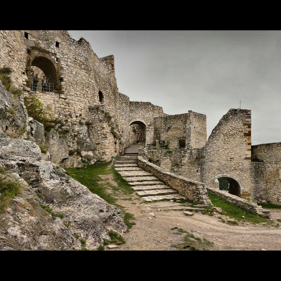 slovakia___spis_castle_08_by_cinnabarr Top 10 Biggest Castles in History