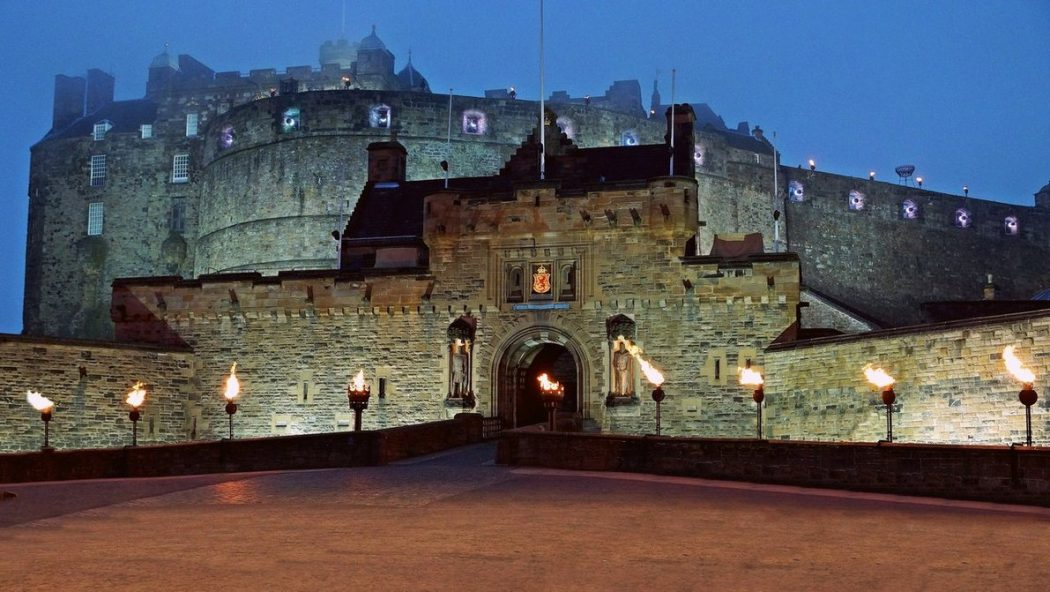 the_front_door___edinburgh_castle_by_cluke111-d5bmwk5 Top 10 Biggest Castles in History
