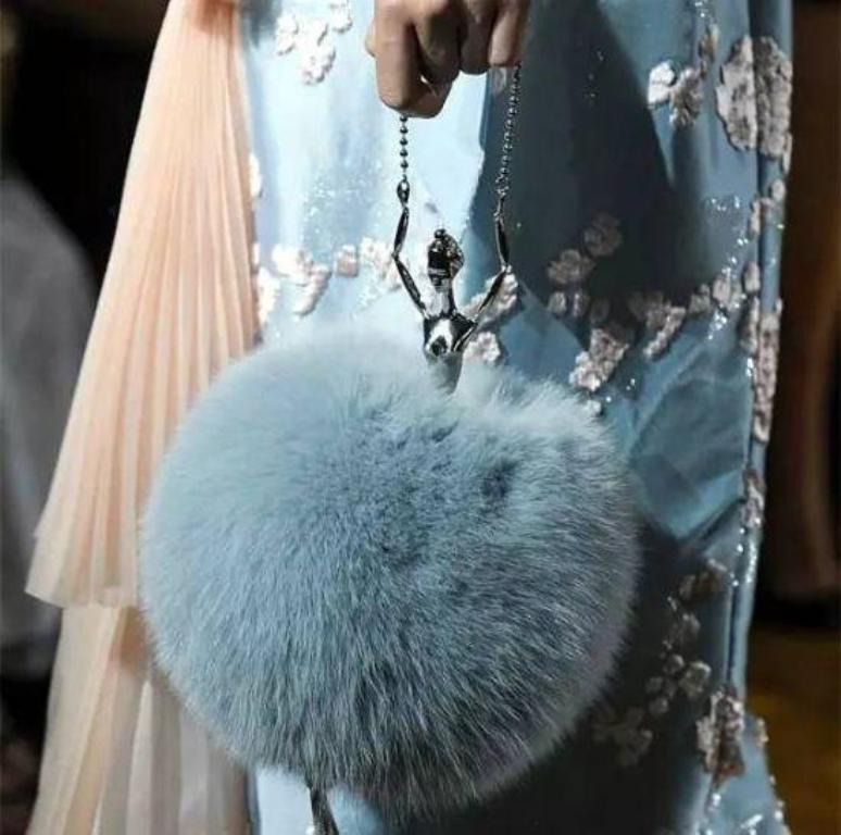 Different-sizes-13 75 Hottest Handbag Trends for Women in 2020