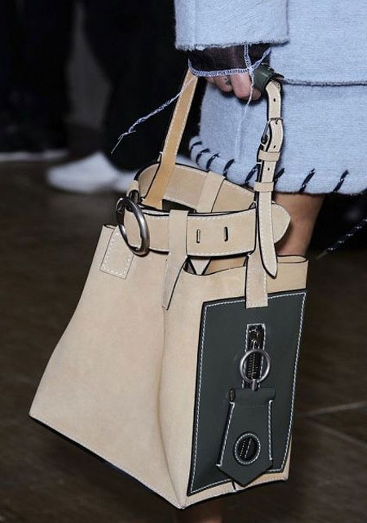 Different-sizes-4 75 Hottest Handbag Trends for Women in 2020